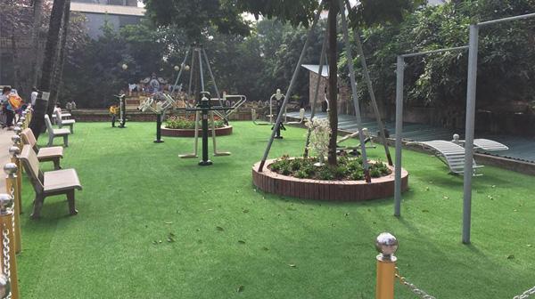 Thi công cỏ sân sân vườn khu vui chơi tổ 5.6 phường Yên Nghĩa