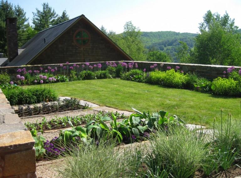 Cỏ nhân tạo sân vườn trong thiết kế phong thủy sân vườn 1