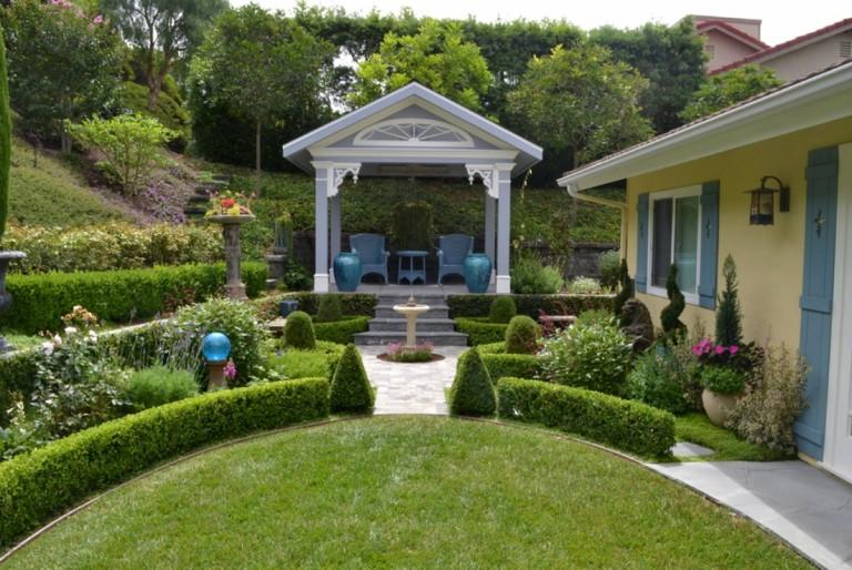 Cỏ nhân tạo sân vườn ứng dụng trong thiết kế phong thủy sân vườn 3