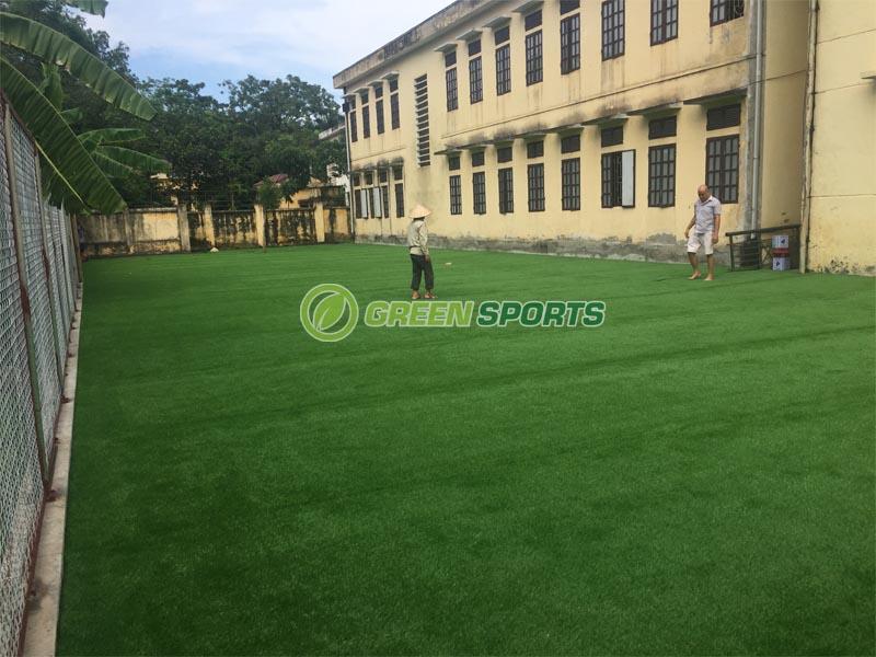 Thi công sân cỏ nhân tạo trường tiểu học cộng hòa Quốc Oai 1
