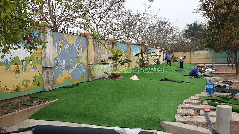Một Số Hình Ảnh Thi Công Cỏ Nhân Tạo Sân Vườn Trường Tiểu Học Tân Lập
