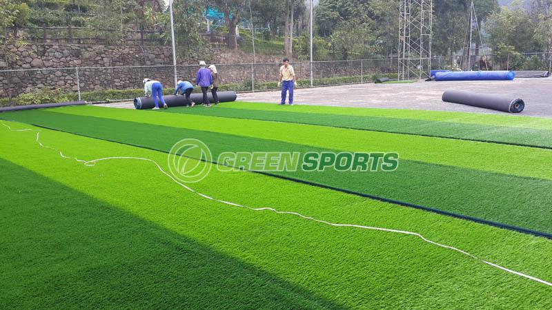 lắp đặt cỏ nhân tạo sân bóng