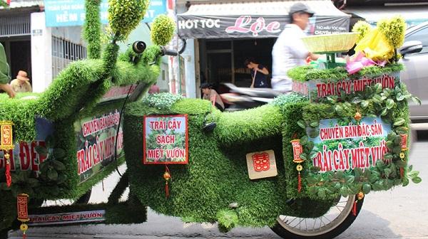 Xe máy bọc cỏ nhân tạo